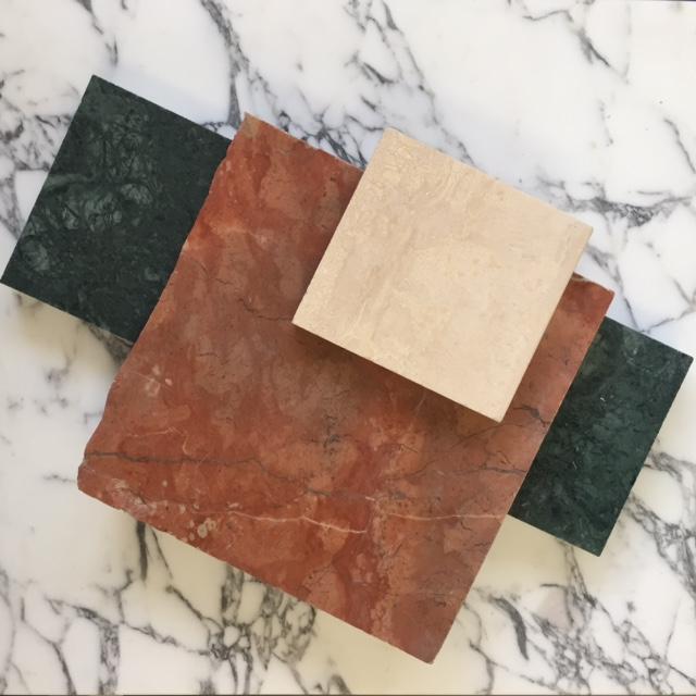 De tafel kan op verzoek in verschillende soorten natuursteen gemaakt worden.